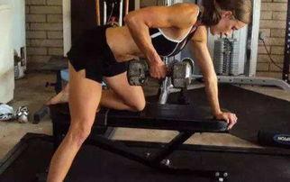 在家没法练背 只需一对哑铃,也能教你练出好背肌