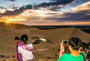 不到的日出日落奇幻美景出现,而每一次大漠云烟