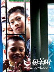 广州很多外来工子女在民办学校并不能得到很好的教育. /摄 -初二学生...
