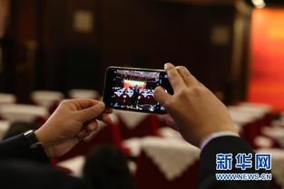 撸我-在启动大会上,6位晋商晋才代表上台发言.   中国科学院院士高福   ...