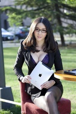 男人想当老板为了有这样一个秘书