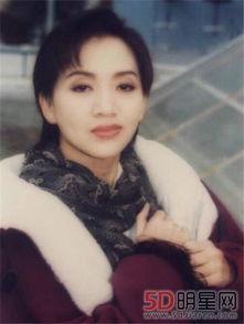 梅艳芳穿上寿衣的样子 她为了能当母亲没有做切除手术太可惜了 澳门...