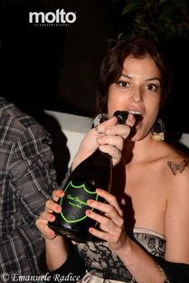 ...34岁的意大利成人电影女星萨拉-托马茜(Sara Tommasi)成为了一...