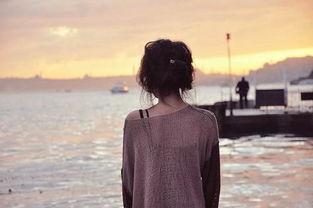 寂寞伤感女生背影