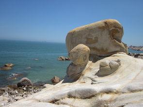 海边大石头图片