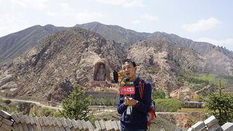 ...特派记者加隆在须弥山进行视频录播-网络达人浪固原 等待千年石窟...