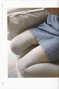 """...小编为广大绅士带来了最新的""""绝对领域""""福利图,作为一个过膝袜..."""