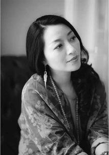 2005年创立唐蝶工作室   她的衣服无关浮华也无关名利;   她的设计只...