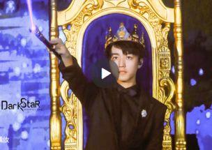 ...岁成年礼生日会开场秀炫舞技 用偶像周杰伦的歌激情开场 王俊凯听到...