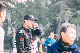 武大樱花节现帅气保安