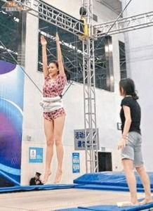 含插射老师水-据香港媒体报道,正在北京作跳水训练的李彩桦,为下星期的跳水战作...