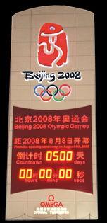 27日中国体育史上第一个奥运会金牌得主许海峰受邀参加,并参观了府...
