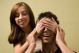 图释:销魂性爱体位64艺与性爱... 口述:偷看老婆波霸闺蜜洗澡 我不...