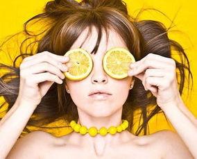 一颗两颗星梦筱-根治点1、喝柠檬水做内调   其实很多时候长痘痘和我们的内分泌是有...
