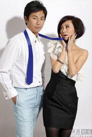 ...(亿面传媒)发布了一组自己与丈夫刘冠廷的夫妻写真.照片中,翁...