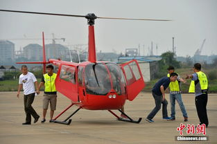 ...亚亚龙通用航空公司的两架红色直升机在海南海口载客启航.标志着...