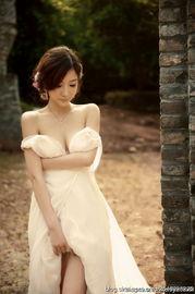 欲遮还羞的全裸娇艳美女 组图