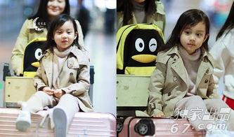 ...带娃神器 嗯哼甜馨饺子 最喜欢坐爸爸的人力 行李车