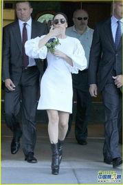 女犯不给穿胸罩-...y Gaga穿内衣满街跑