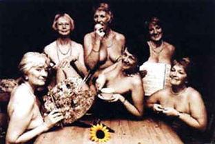 6名老太太拍摄裸体挂历筹集善款