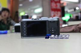 免费a片视频aiai6688com-徕卡X1机身顶部配备了几个传统的拨盘,光圈、快门速度都需要通过...