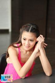 领衔主演某知名视频网站的年度自... 当日,周秀娜以一袭粉红色连体短...