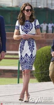 要说裸色高跟鞋的百搭,我们的凯特王妃实在是一个好榜样,不管是淑...
