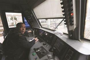 最后一趟南京开往黄山的绿皮车,... 一切都昭示着与其他车辆的不同. ...