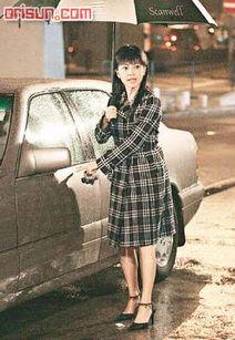 到金钟拍雨戏,剧情是苗侨伟被老婆邓萃雯撞到泡妞,期间又遇上座驾...