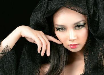 关注我的微博@李喵喵_夕雪-我偏不是茜拉 我是戴头纱的混血少女喵