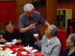 常务副秘书长李若梅率办事机构员工向老同志们表达了衷心的问候,...