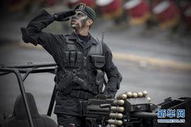 ...日,一名墨西哥军人在墨西哥城参加阅兵式.当日,墨西哥举行庆祝...