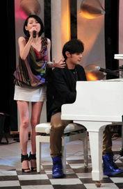 周杰伦弹钢琴为小S伴唱-周杰伦上 康熙 没穿内裤 小S亲自检查