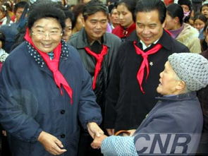 我也是老农民啊!-顾秀莲副委员长到贵州慰问群众