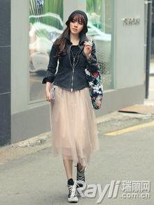 色撸撸色色网撸撸色网-用短款牛仔外套、针织衫、夹克等搭配及踝长裙,在视觉上腰线得到提...