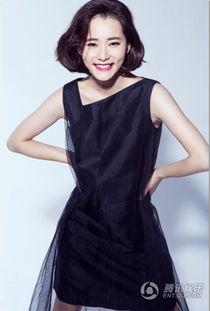 腾讯娱乐讯 柴碧云推出一组时尚靓丽写真,黑丝薄纱映衬白色肌肤若...