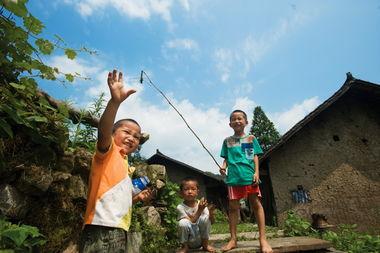 山村留守儿童的暑假生活