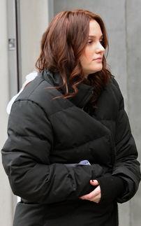 """寰峄俊婊b 琛ㄦq V-冬天的纽约依旧寒气逼人,大衣仍是各位""""Gossip Girl""""的造型主打,..."""