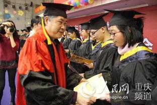 ...长为同学们颁发成人证书-有仪式 很温暖 超励志 重庆十一中高考百日...