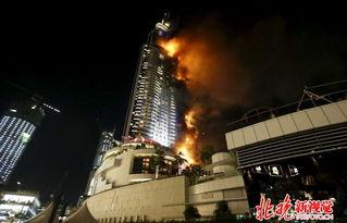 世界最高楼迪拜哈利法塔附近一酒店突发大火-跨年夜迪拜塔旁302米酒...