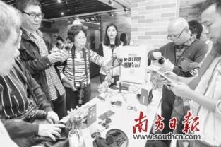 在摄影空间,摄影大师现场进行手机摄影培训课程.-广州文艺市民空...