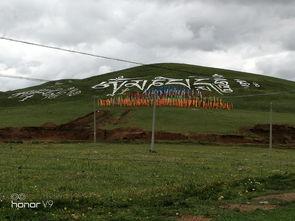 喇嘛在吹着喇叭   海拨已是4300米.   山上的