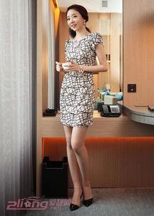 最诱人的紧身裤臀部-包臀连衣裙,让迷人锁骨和胸部曲线凸显出来,腰间褶皱紧身的设计,...