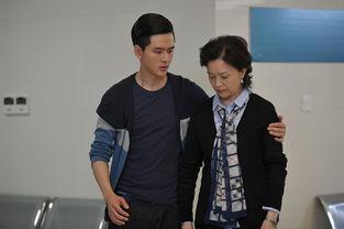 演的30集家庭伦理剧《左手亲情右手爱》正在南京影视频道热播.该剧...
