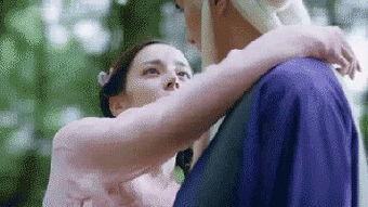 三生三世》里,逆天的颜值竟然让黑衣红瞳和脸上伸出的犄角的造型并...