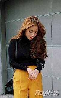 婷婷桃色网-...紧身针织衫搭配黄色阔腿裤和黑色细绑带平底鞋-你忽略已久的平底...