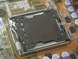 ...料保护封盖下的LGA-775处理器接口插槽)-近距离接触 千元以下全...