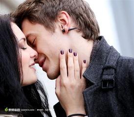 欧美情侣亲吻图片