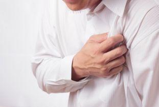 ...性头痛、呕吐、心前区疼痛-老人突然发病如何求助