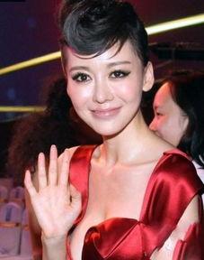 ...的那位身材惹火女秘书MiuMiu一角而走红,成为华谊力捧的女星,但...
